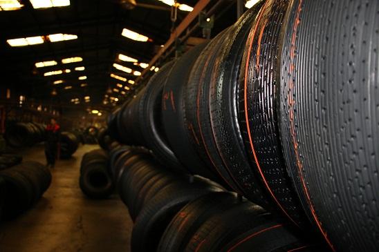 سالن تولید لاستیک روکش گرم شرکت تک تایر آذر